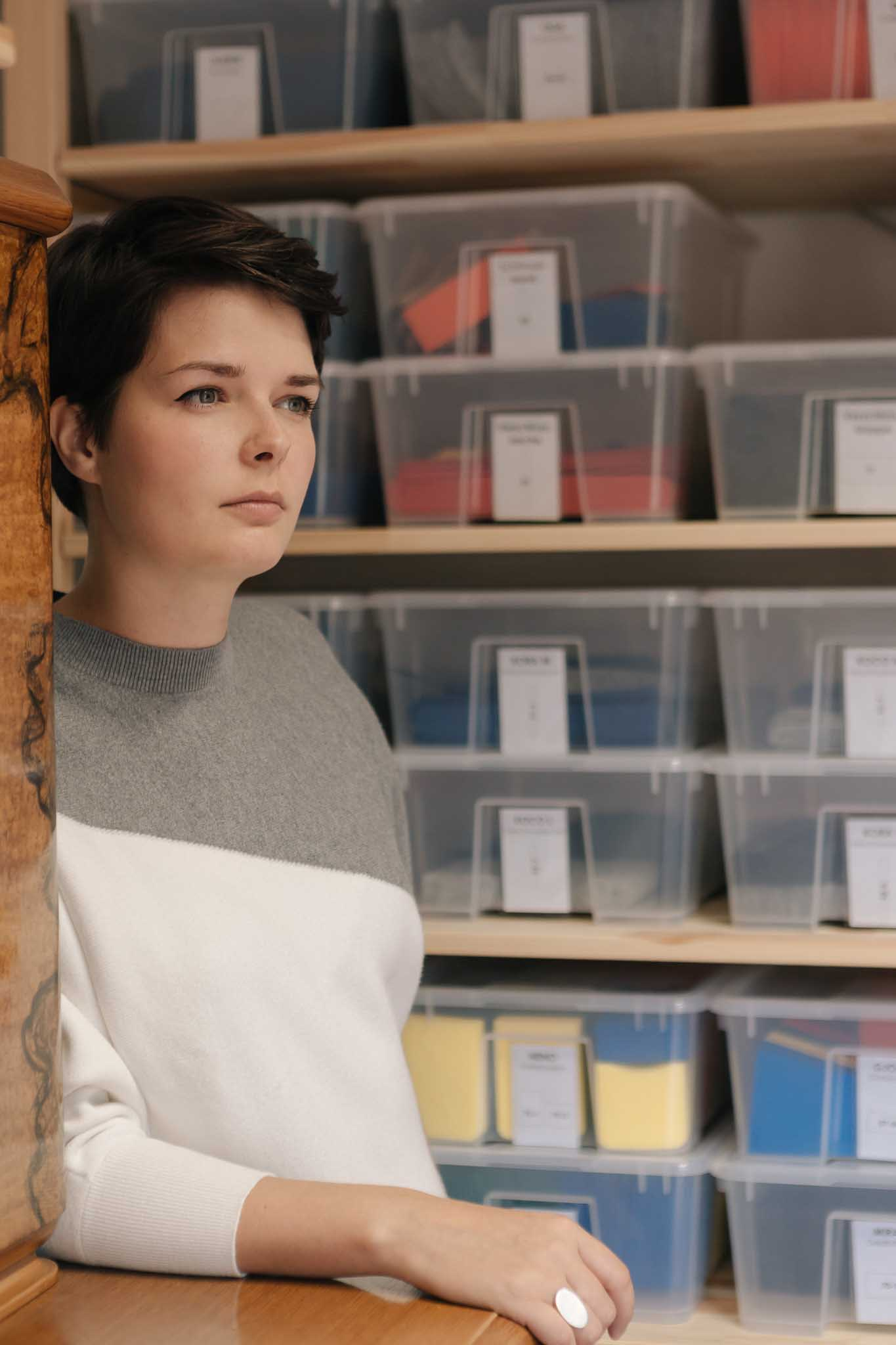 Labelgründerin von RÅVARE Jenny Ullmann hat alle Arbeitsabläufe strukturiert.